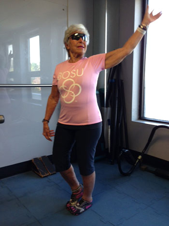 Dynamische Flexibilität von Brust und Schulter in den Pedal treten