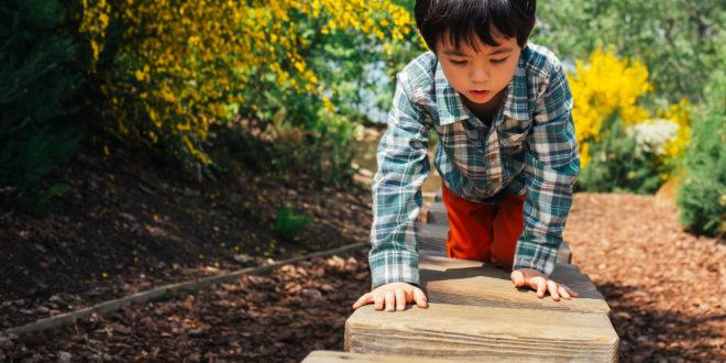 Einfache Hindernisparcours für Kinder